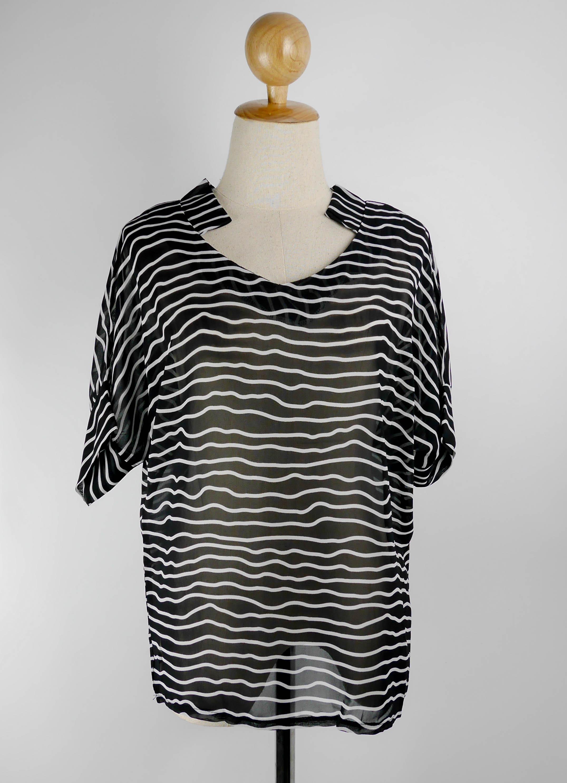 (SALE) เสื้อแฟชั่น ผ้าpoly ester แขนสั้น ลายคลื่น สีดำ
