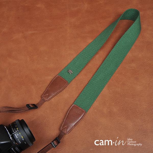 สายคล้องกล้อง cam-in Simple Green สีพื้นเขียว