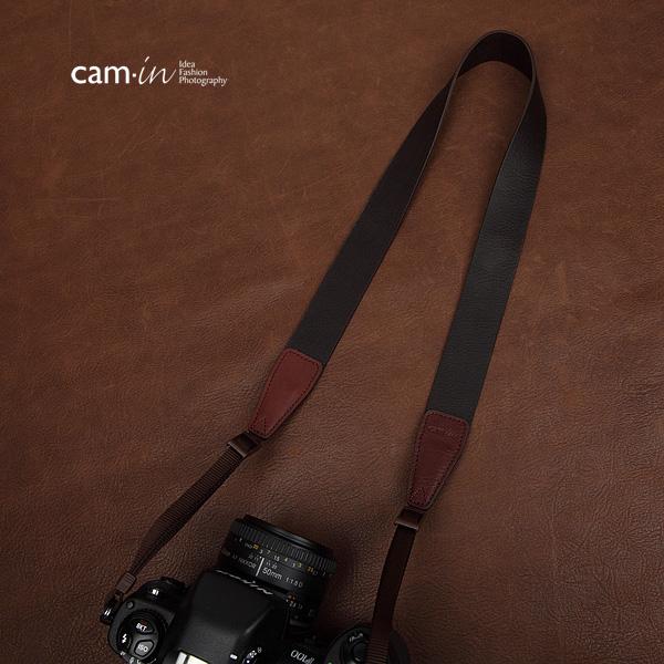 สายคล้องกล้องหนังแท้คล้องคอ cam-in รุ่น Modern Leather หนังลิ้นจี่ สีน้ำตาลเข้ม