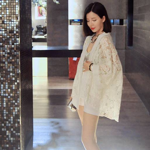 (ภาพจริง) เสื้อคลุมแฟชั่น แขนยาว ผ้าลูกไม้ สีขาว