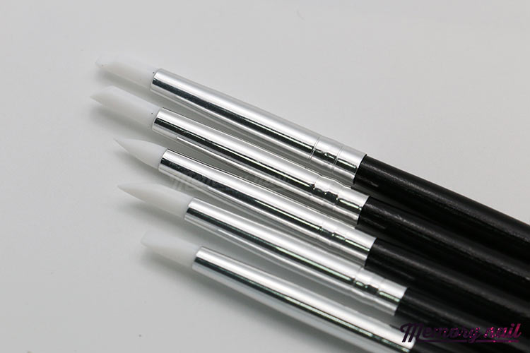 ชุดแปรง หัวซิลิโคน อเนกประสงค์ ขนาดเล็ก 5ด้าม ด้ามสีดำ