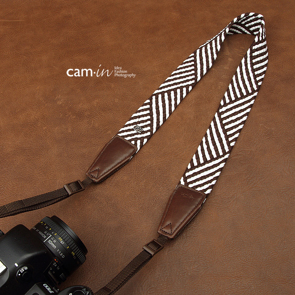 สายคล้องกล้องแนวๆ สีขาวดำ cam-in Brown and White