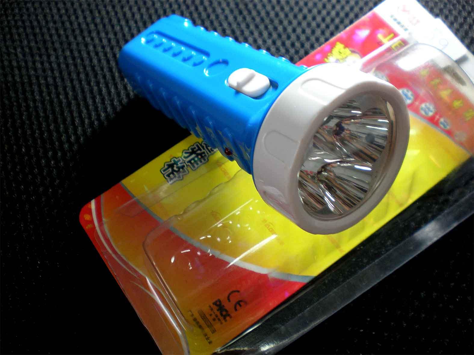 ไฟฉาย LED 4 ดวง ชาร์จไฟบ้านได้เปิดติดต่อ20ชม. YG3292