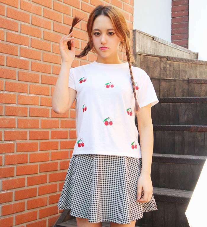 (SALE) T-shirt ลายเชอรี่ สีขาว