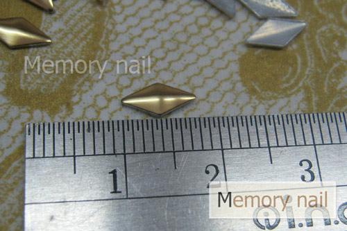 หมุดติดเล็บ สีทอง สี่เหลี่ยมข้าวหลามตัด