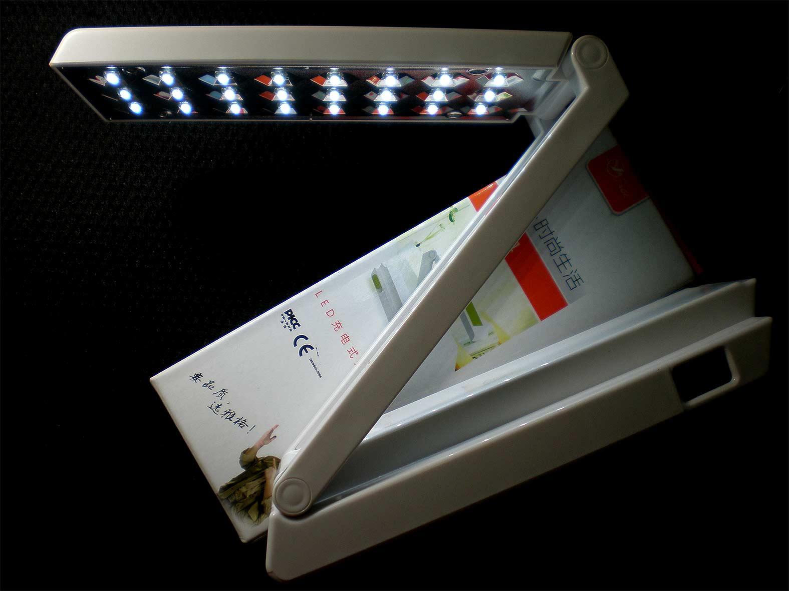 โคมไฟตั้งโต๊ะใช้หลอด LED 36 ดวง YG3981 สินค้าขายดีในตอนนี้