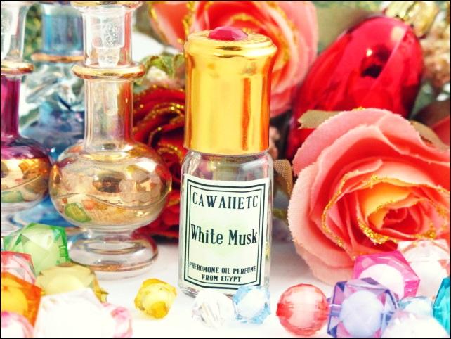 White musk (New) สูตรใหม่ หอมอบอวลยิ่งขึ้น ด้วยกลิ่นมัสค์แบบบางเบาและกลิ่นดอกไม้นานาชนิด สามารถใช้ร่วมกับกลิ่นอื่น เพิ่มความหอมและติดทนขึ้น