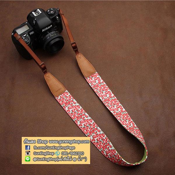สายคล้องกล้องลายสตรอเบอรี่น่ารัก Vintage white Strawberry