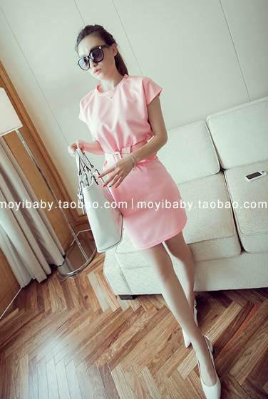 ชุด 2 ชิ้น เสื้อแฟชั่น + กระโปรง แถมเข็มขัด สีชมพู