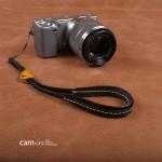 สายกล้องคล้องมือหนังแท้ รุ่น Cam-in Cool Wrist Strap สีดำเหลืองด้ายเหลือง