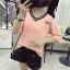 เสื้อแฟชั่น แขนสั้น คอวี ลาย Miko สีชมพู