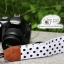 สายคล้องกล้อง Polka Dot พื้นขาว จุดดำใหญ่ thumbnail 2