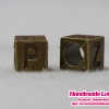 """จี้ ตัวอักษรลูกเต๋า แบบร้อย สีทองรมดำ รูปตัว """"P"""""""