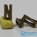 """จี้ตัวอักษร สีทองรมดำ แบบสอด รูปตัว """"N"""""""