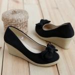 พรีออเดอร์ รองเท้าส้นเตารีด สีดำ มีไซด์ 34-39 ด้านหน้าสูง - ซม. ด้านหลังสูง 6.5 ซม.