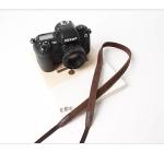 สายคล้องกล้องหนังแท้ cam-in Tiny Leather สายหนังเส้นเล็ก สีน้ำตาลเข้ม