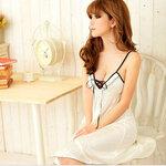 sAN66 ชุดนอนเซ็กซี่ ชุดนอน วาบหวิว น่ารัก สีขาวผ้ามัน ตรงอก กุ้นดำ ร้อยไปมาน่ารัก