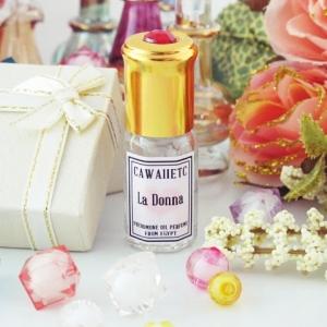 La Donna กลิ่นของความสนุกสนานและความสดใส ทั้งอบอุ่นและน่ากอด สาวๆ ที่ชอบน้ำหอมกลิ่นน่ารัก ๆ ห้ามพลาดเลยค่ะ