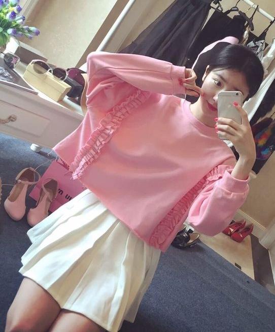 เสื้อแฟชั่น แขนยาว แต่งระบาย สีชมพู