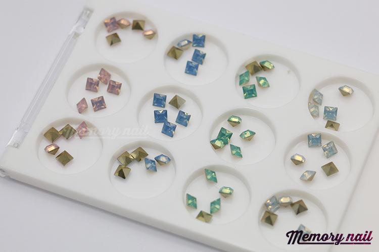 เพชรทรงสีเหลี่ยม ตูดแหลม ขนาด 4 มิล คละ4สี กล่องเหลี่ยมขาว