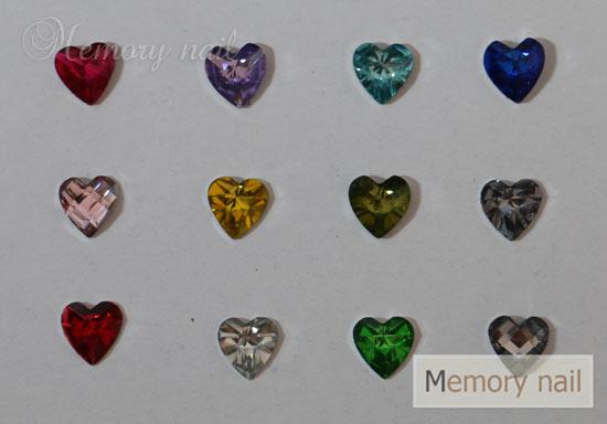 เพชรติดเล็บ ทรงหัวใจ 6 มิล คละสี กล่องกลมเล็ก
