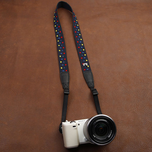 สายคล้องกล้องแฟชั่นสวยๆ รุ่น Color in the dark
