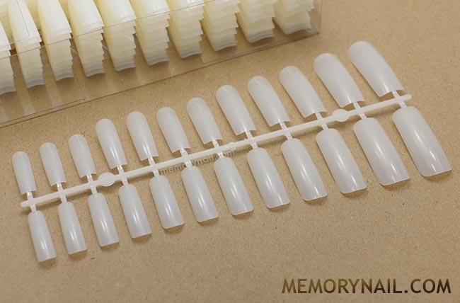 เล็บปลอม เต็มเล็บ สีขุ่น แบบยาว ทรงเหลี่ยม มี 12 ขนาด 20 แผง 480 เล็บ