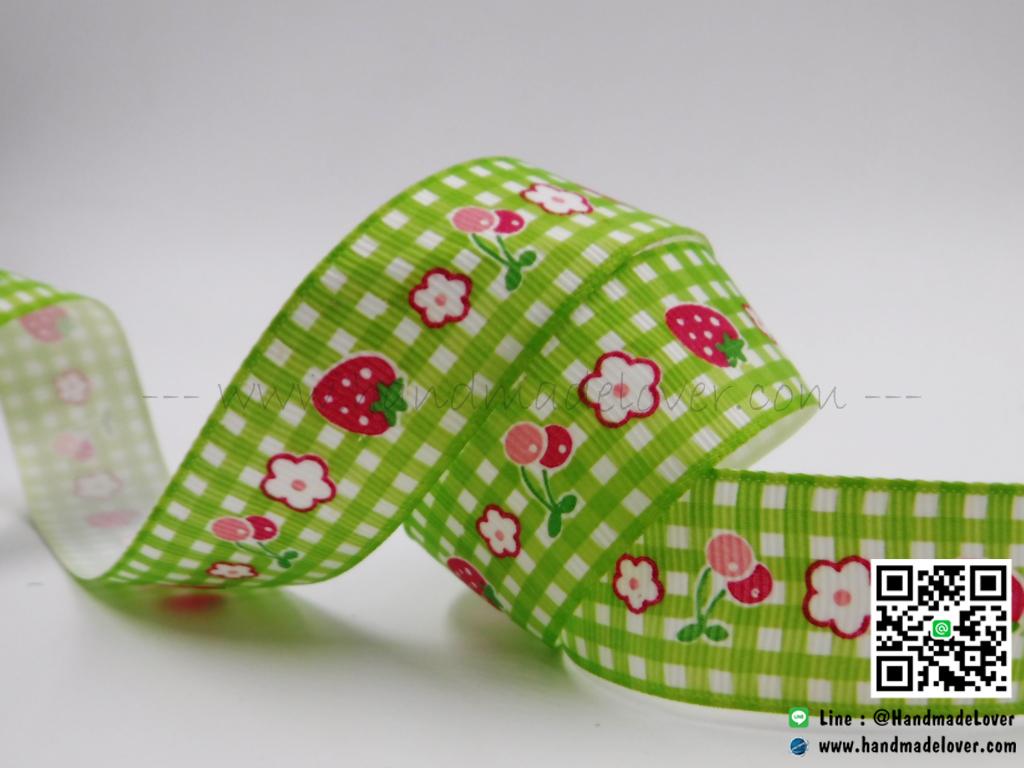 ริบบิ้นผ้า ลายสก๊อตสีเขียว พิมพ์ลายดอกไม้ ขนาด 22 มิล