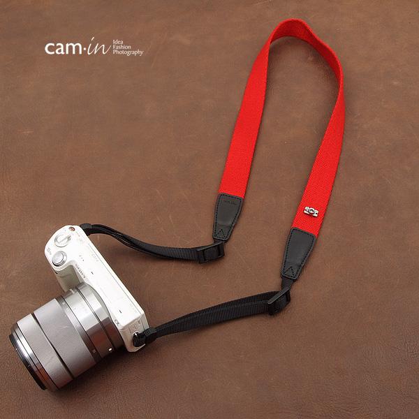 สายคล้องกล้องสีพื้นเส้นเล็ก Cam-in รุ่น Slim สีแดง 25 mm