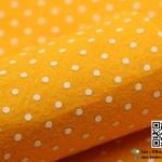 ผ้าสักหลาด พิมพ์ลายจุด สีส้มอ่อน