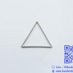 จี้โลหะ สไตล์มินิมอล (minimal style) รูปสามเหลี่ยม [ใหญ่] สีนิเกิล
