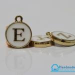 """จี้ ตัวอักษร รูป ตัว """"E"""""""